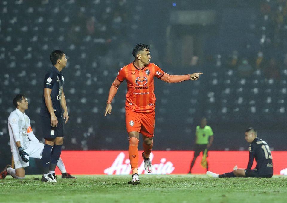 Buriram, Bangkok United suffer setbacks
