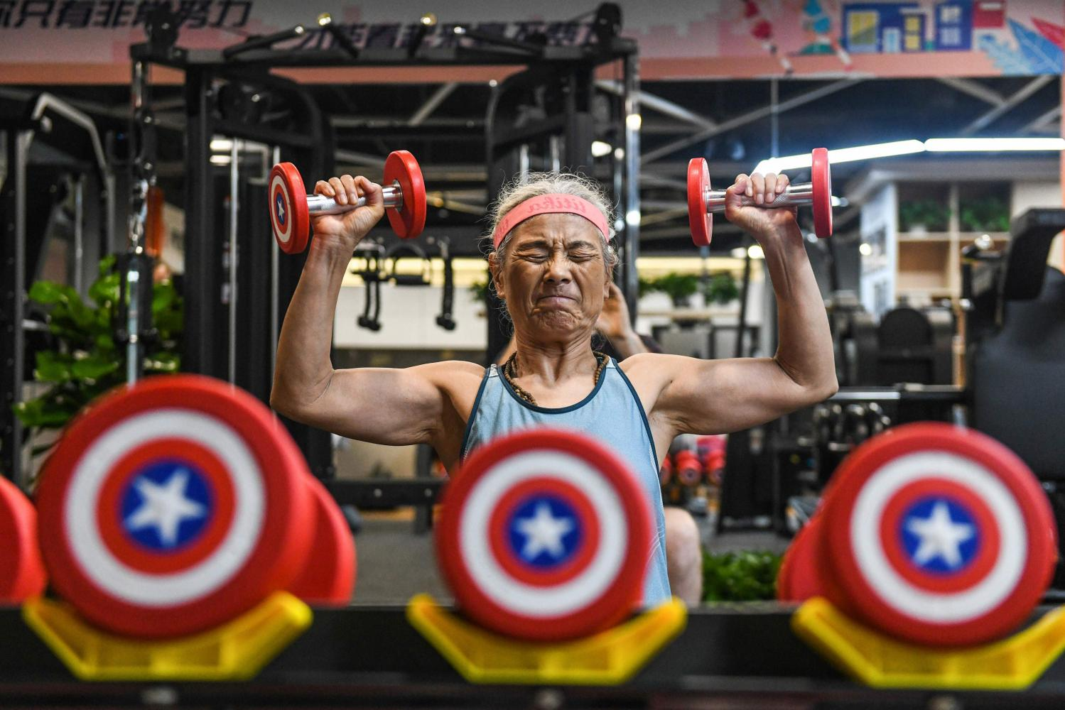 68-year-old fitness grandma proves hit in China