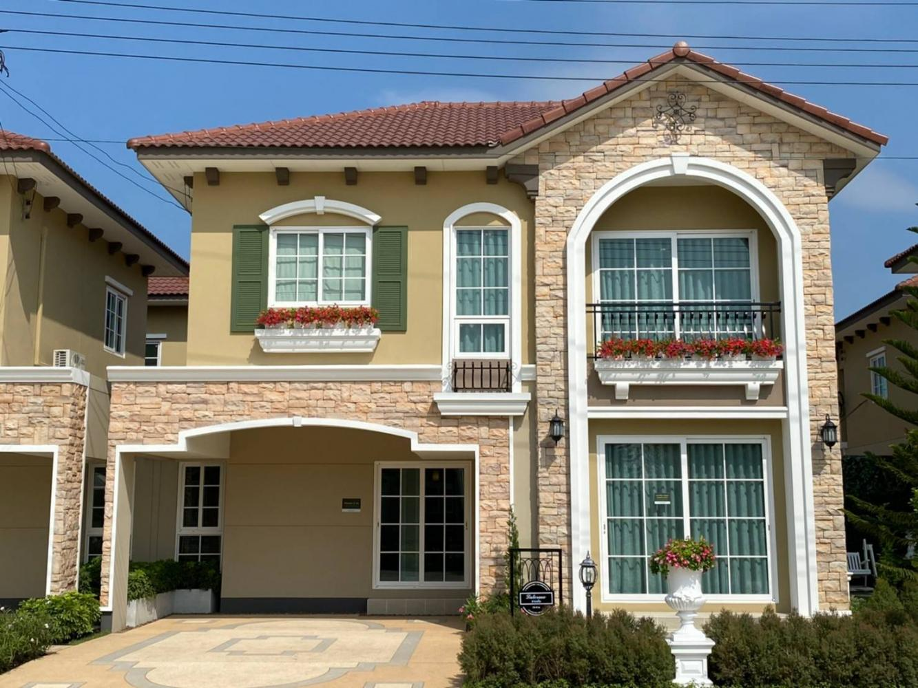 A sample unit of a semi-detached house. Frasers Property Thailand is wading into the segments of single detached houses in inner-city locations and luxury condos.