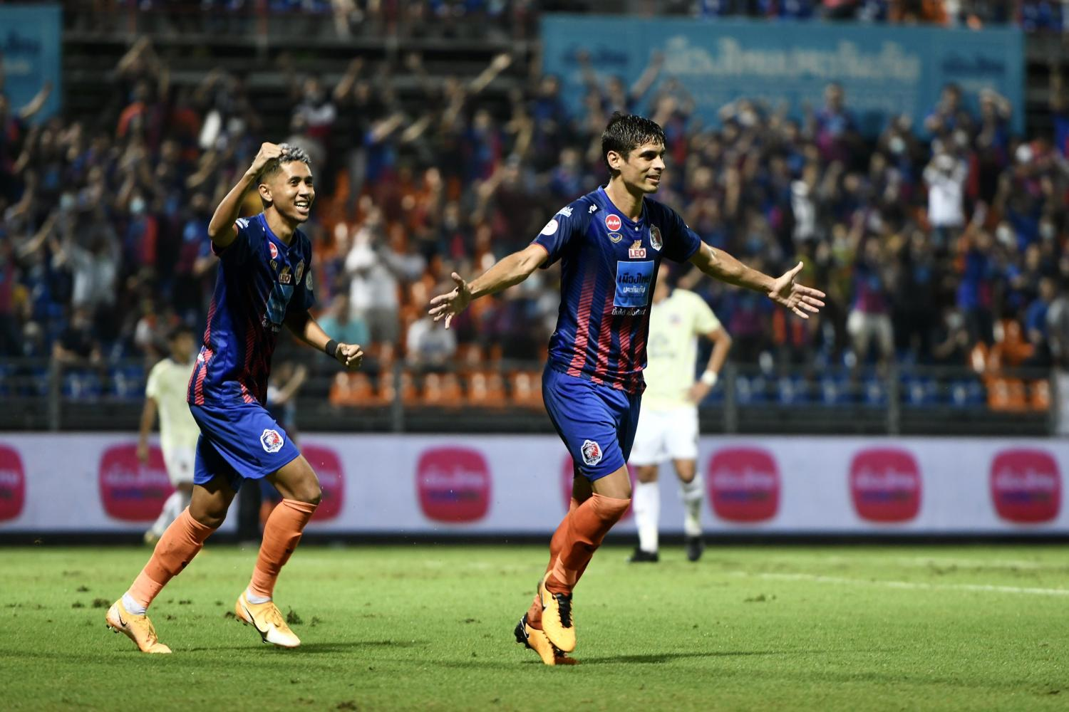 Port's Sergio Suarez celebrates scoring against Suphanburi last night.