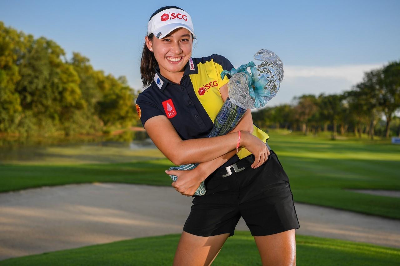 Atthaya Thitikul poses with the Thailand LPGA Masters trophy.