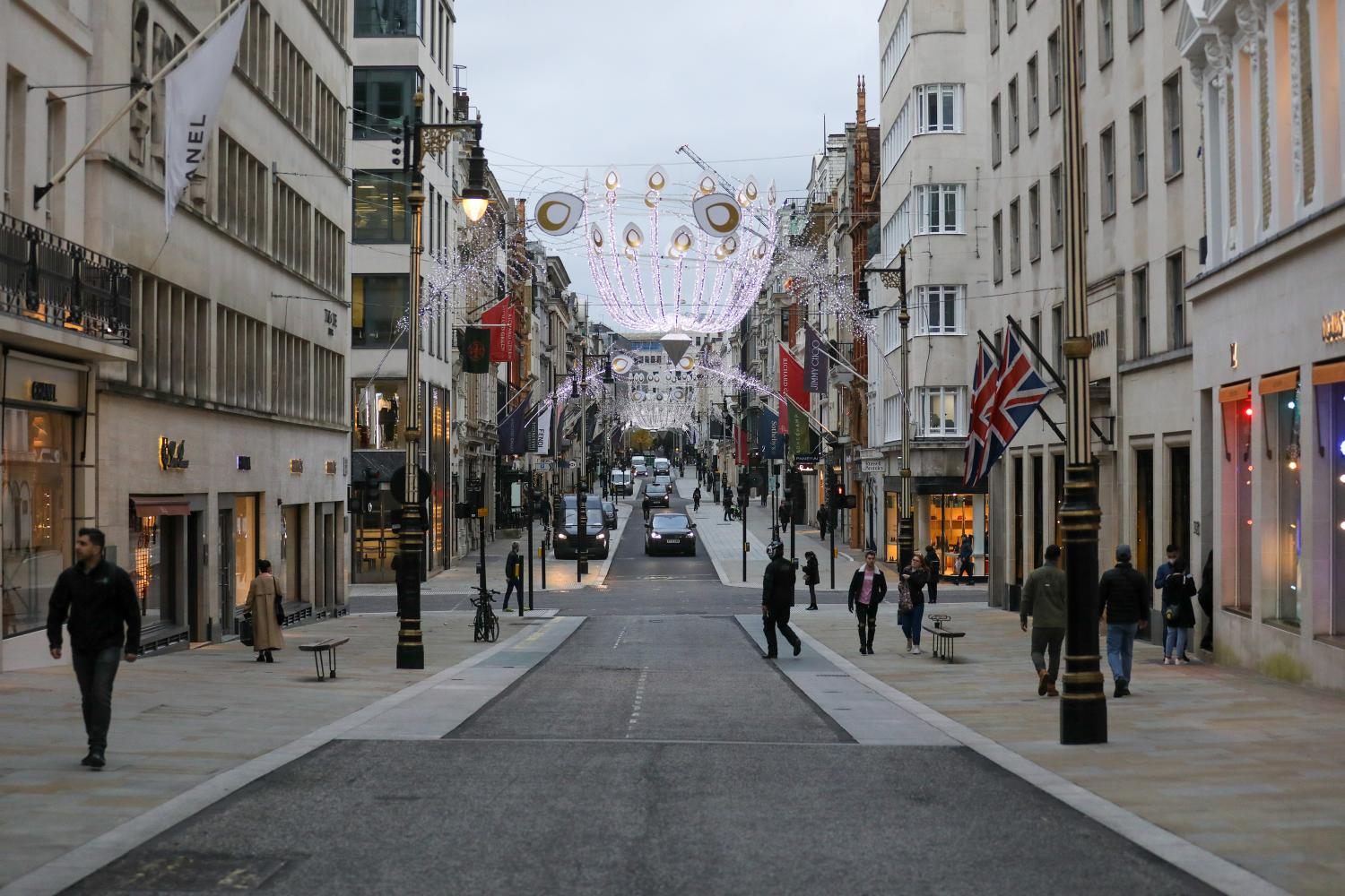 Famed shopping streets prepare for worst