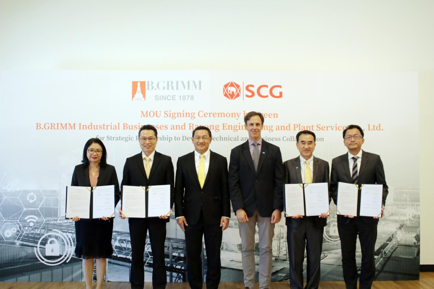 Mr Goetschmann, third right, and Mr Chokchai, second right, mark the B.Grimm-SCG cooperation signing ceremony. The two sides plan to offer cutting-edge industrial solutions.
