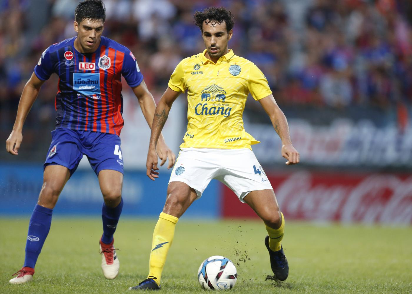 Diogo Luis Santo (right) during his spell with Buriram United. (Photo by Pattarapong Chatpattarasill)