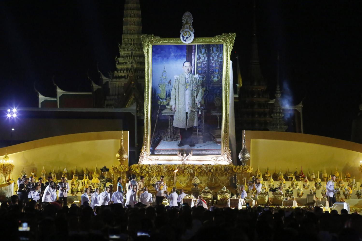 Royal greatness: His Majesty the King presides over a candle lighting ceremony marking the birthday of His Majesty King Bhumibol Adulyadej The Great at Sanam Luang. His Majesty was accompanied by Her Majesty the Queen and members of the royal family. Members of the public also attended the ceremony.