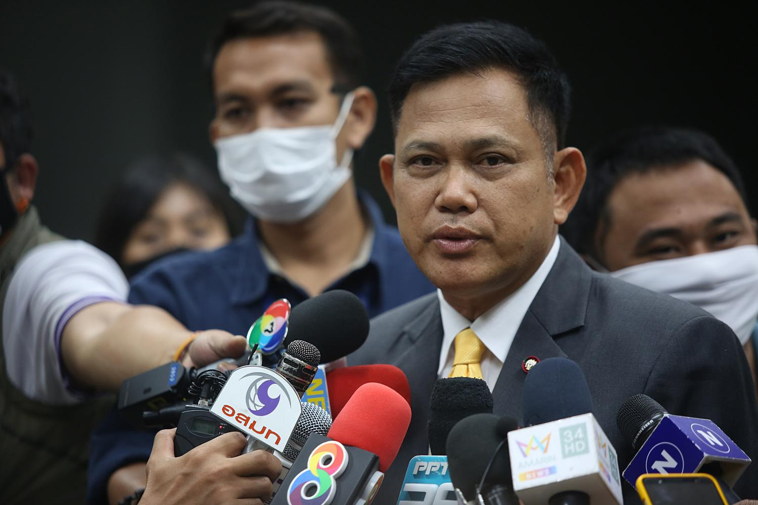 Prayuth Petchkhun, deputy spokesman of the Office of the Attorney-General, updates the media on Wednesday on the progress in handling the Red Bull scion case. (Bangkok Post photo)