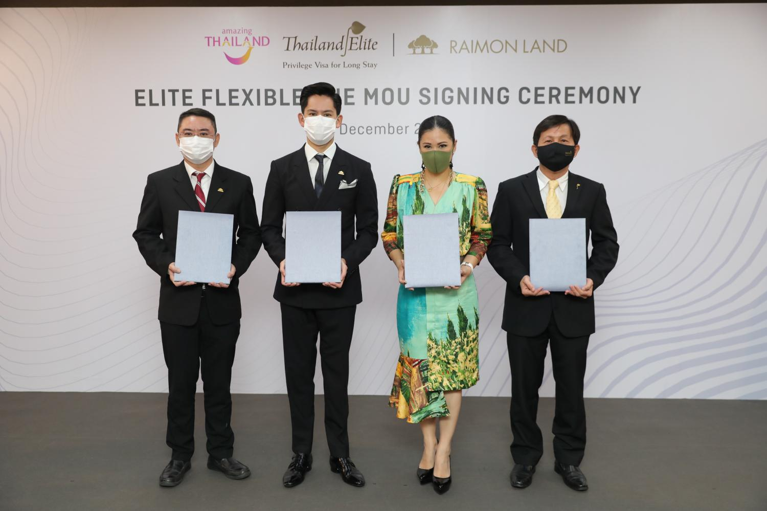 Raimon Land yesterday signed an agreement with Thailand Privilege Card to become the first developer to provide the Elite Flexible One privilege card.