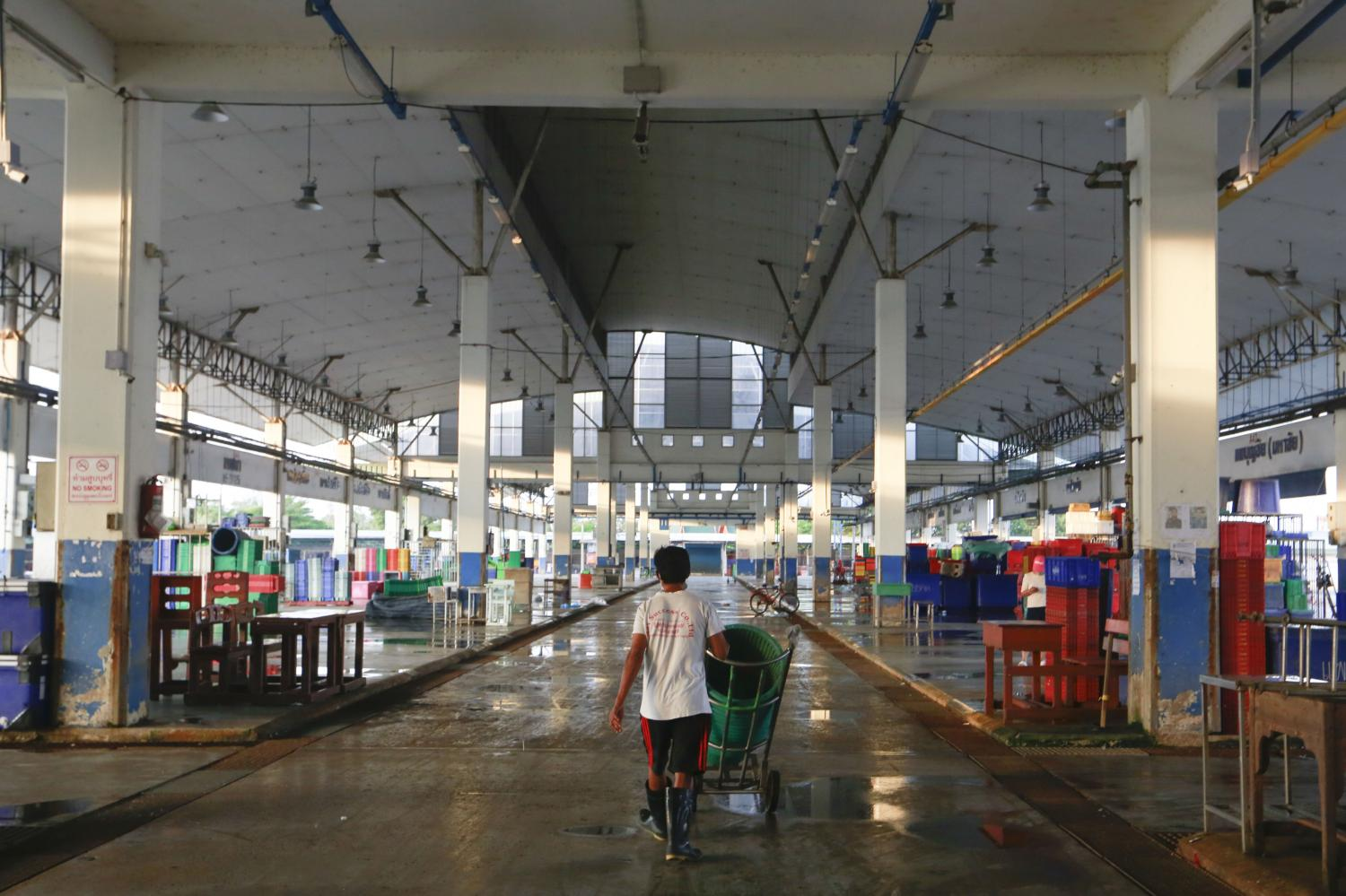 A worker pushes a cart at Talay Thai market in Samut Sakhon. The World Bank says the economy will suffer in a second lockdown.Arnun Chonmahatrakool