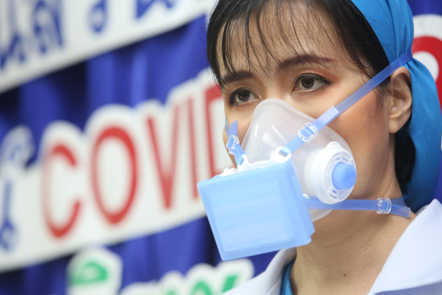 A nurse wears a silicone N99 mask produced by Navamindradhiraj University after it received funding from the National Research of Thailand for the fight against Covid-19. The masks were handed over to the Government Pharmaceutical Organisation and the Bangkok Metropolitan Administration.  (Photo by Pattarapong Chatpattarasill)