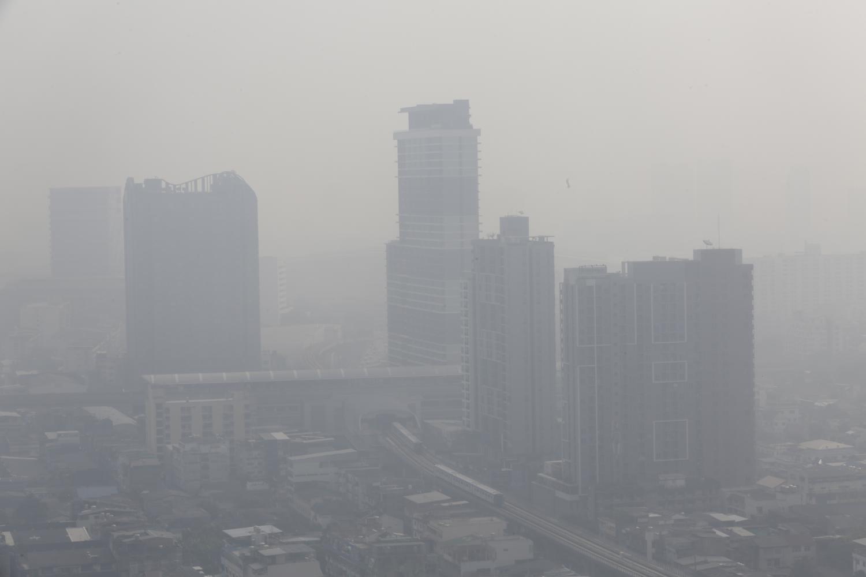 Bangkok is shrouded in haze as fine dust pollution returns to the city.Pornprom Satrabhaya