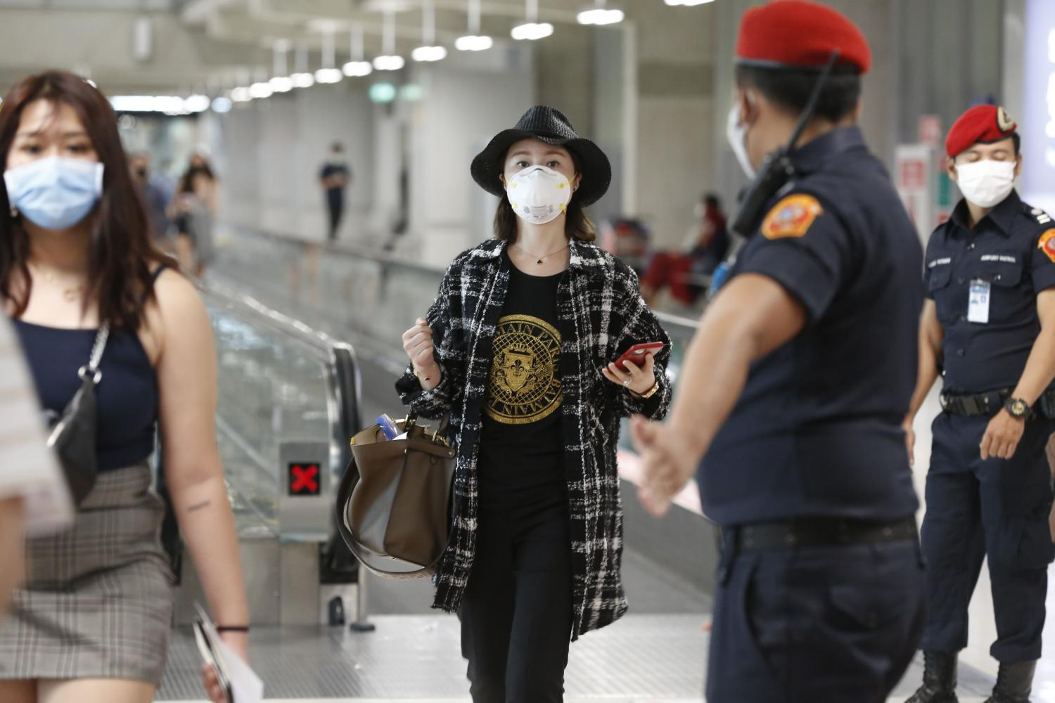 Tourists arrive at Suvarnabhumi airport. Thai operators support the idea of forgoing quarantine for those vaccinated against Covid-19.Pornprom Satrabhaya