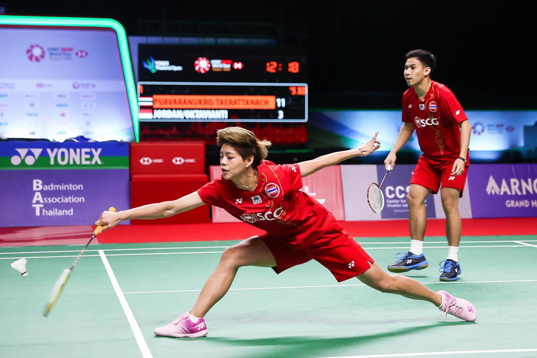 Sapsiree Taerattanachai and Dechapol Puavaranukroh on their way to winning the mixed doubles title at the Yonex Thailand Open on Sunday.