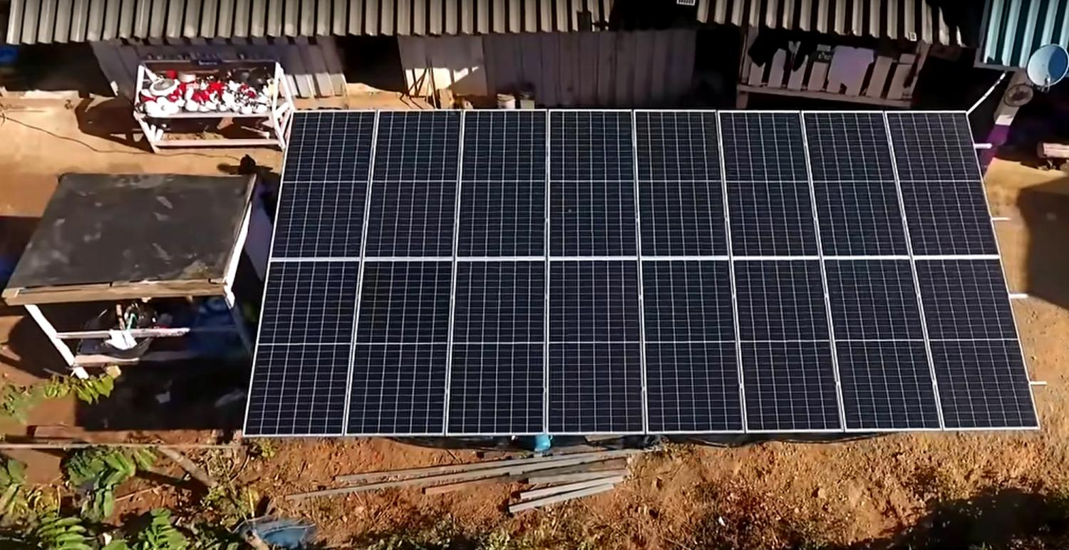Solar cell panels financed by YouTube celebrity Pimradaporn Benjawattanapat, known as Pimrypie, are installed at a remote village of Ban Mae Kerb in Chiang Mai's Omkoi district.(Photos: facebook.com/pimrypie.official)