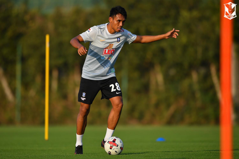 BG Pathum United striker Teerasil Dangda takes part in a training session.