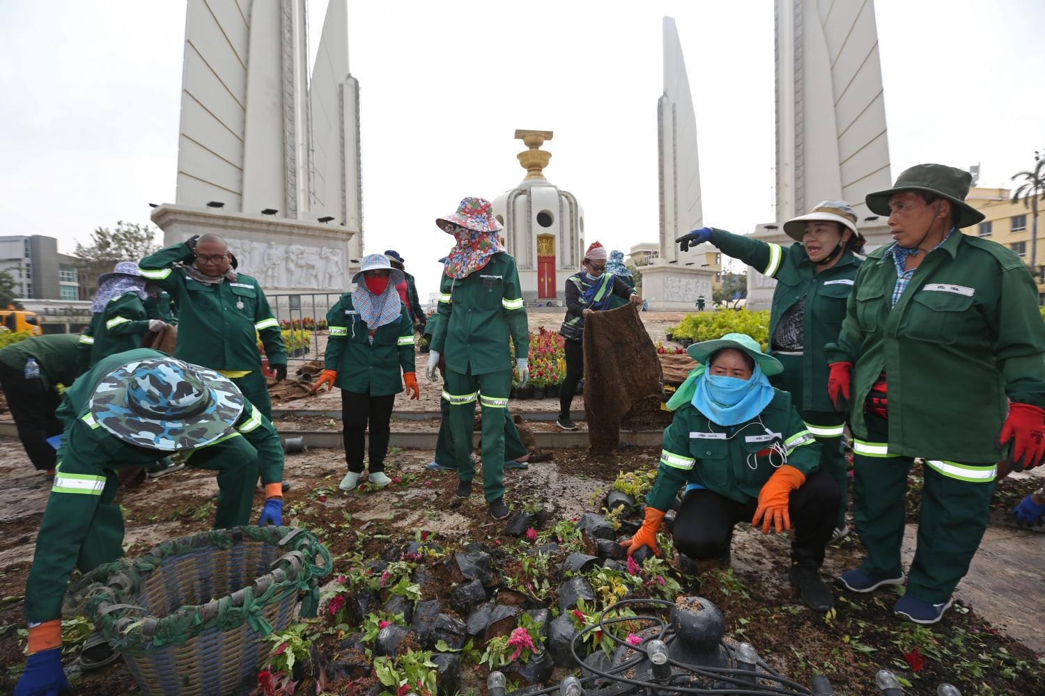 Bangkok Metropolitan Administration officials examine trees used to decorate the Democracy Monument which were removed by protesters on Saturday.Varuth Hirunyatheb