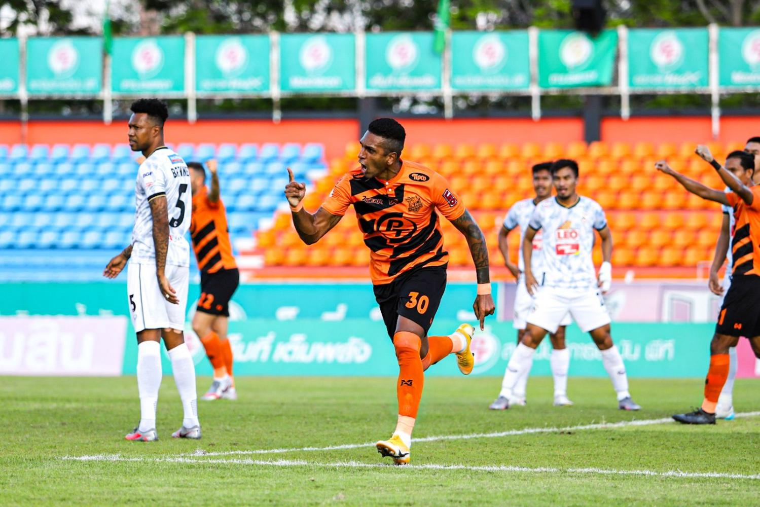 Prachuap's Willen Mota celebrates after scoring against Chiang Rai United.