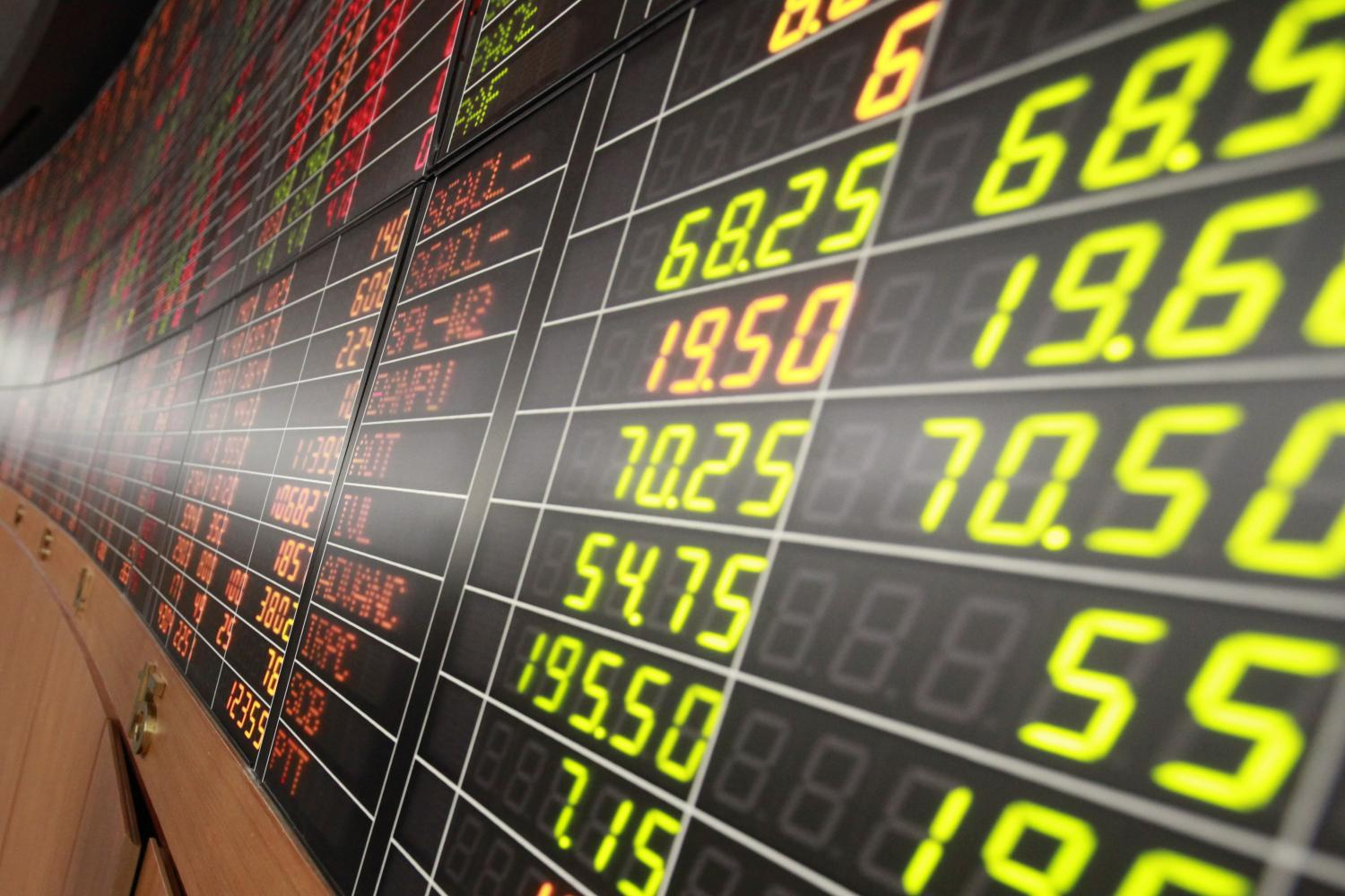 The SET Index closed at 1496.78 points at the end of February, up 2% from January. (Photo by Pornprom Satrabhaya)