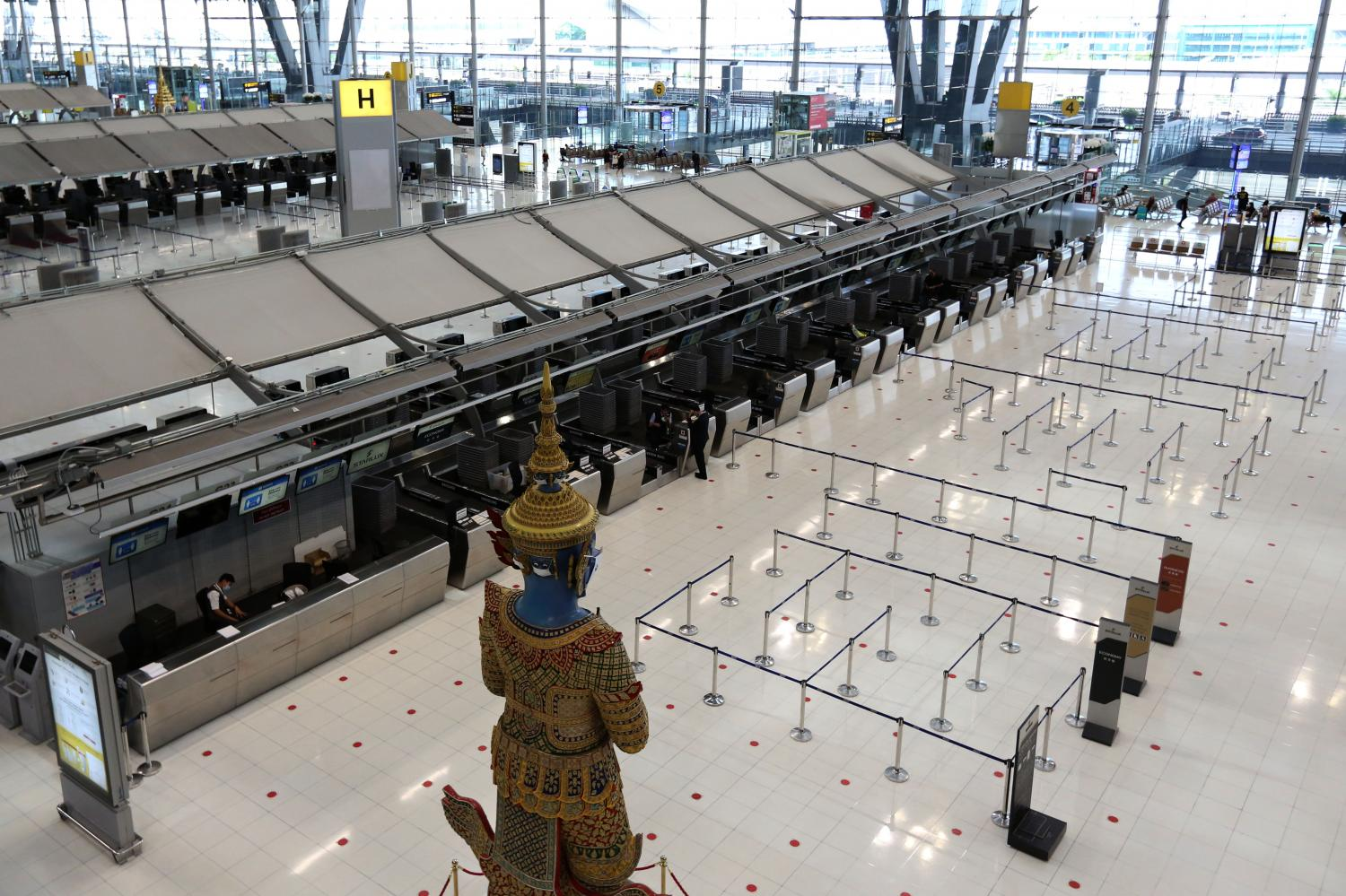 Suvarnabhumi airport is almost deserted during the current third wave of Covid-19. To help curb the transmission, the Civil Aviation Authority of Thailand has asked for the suspension of all domestic flights between 10pm and 4am. (Photo by Wichan Charoenkiatpakul)
