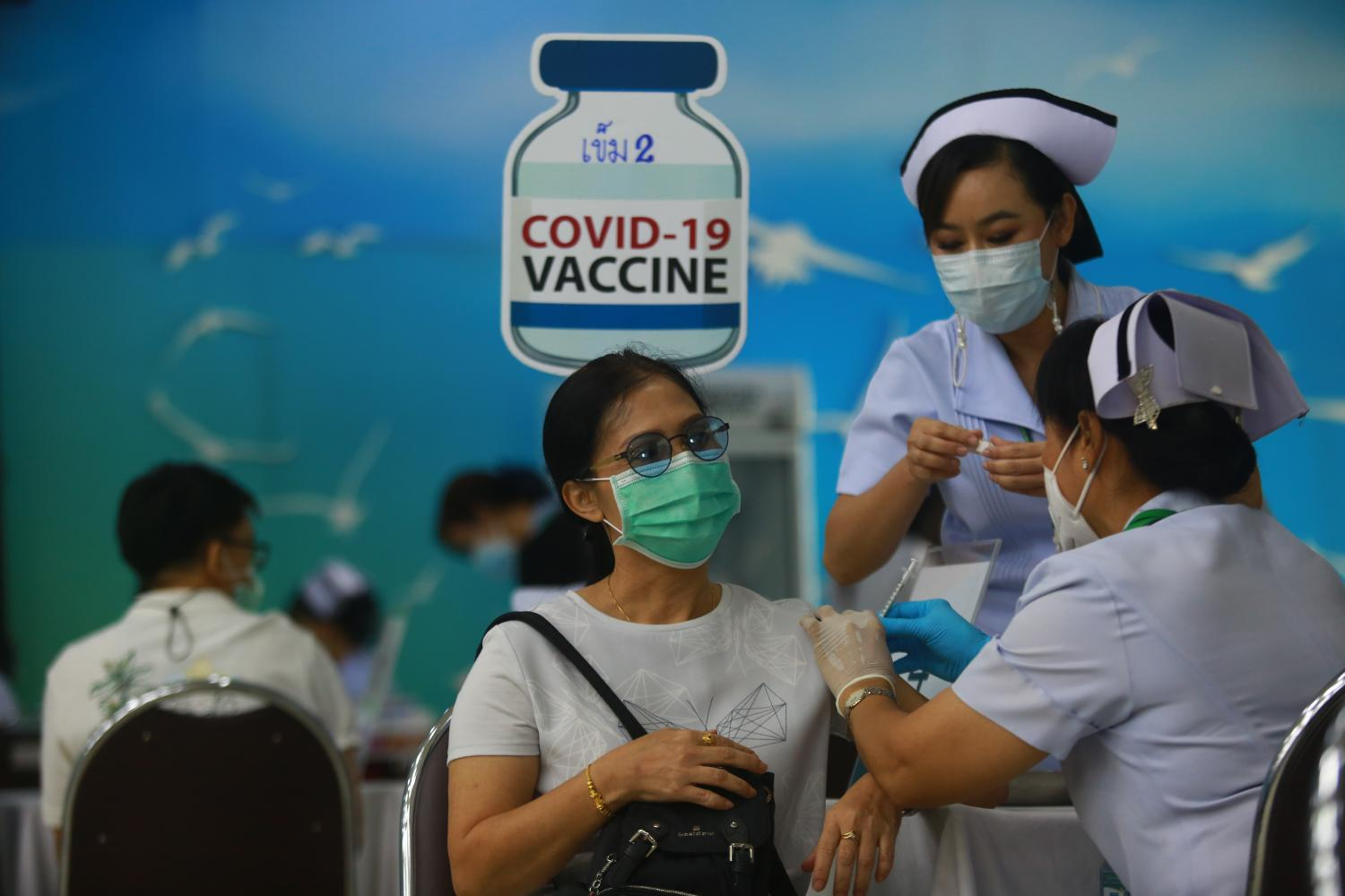 Medical workers administer the second dose of Covid-19 vaccine to people at Samutprakan Hospital. Somchai Poomlard