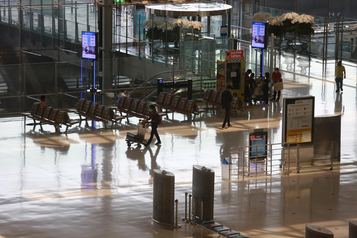 Suvarnabhumi airport is nearly deserted because of a lack of travellers. Hotels are expected to continue suffering from the pandemic as travel restrictions remain in place to curb the spread of Covid-19.(Photo by Somchai Poomlard)