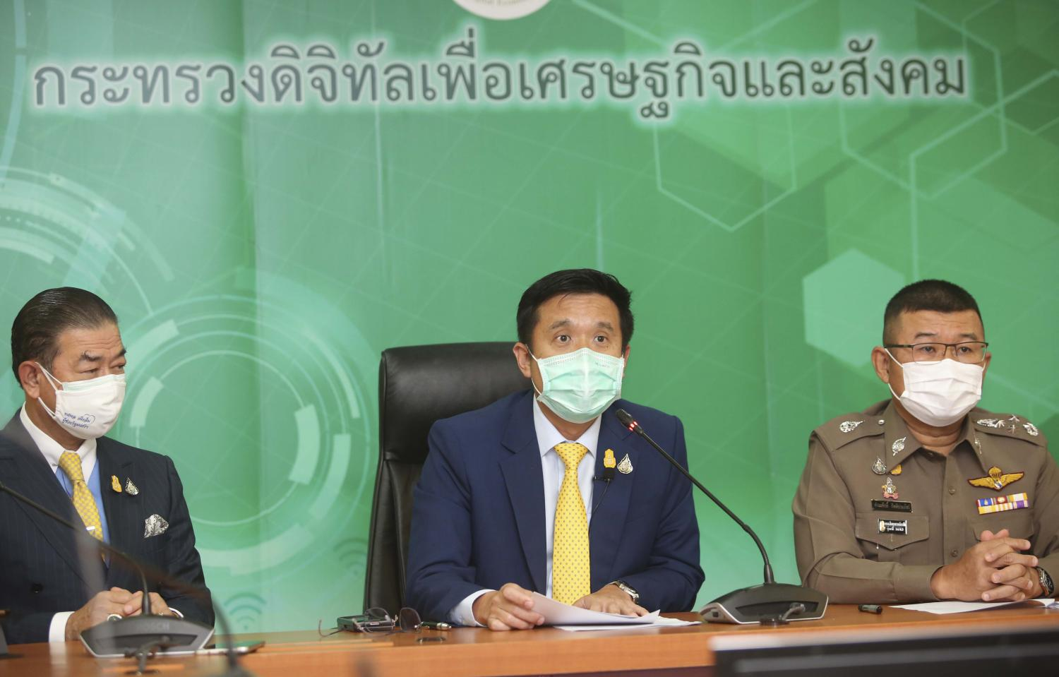 DES Minister Chaiwut Thanakhamanusorn, centre, at a press conference on the arrests of 18 social media users who allegedly disseminated fake news amid the Covid-19 crisis yesterday.Pattarapong Chatpattarasill