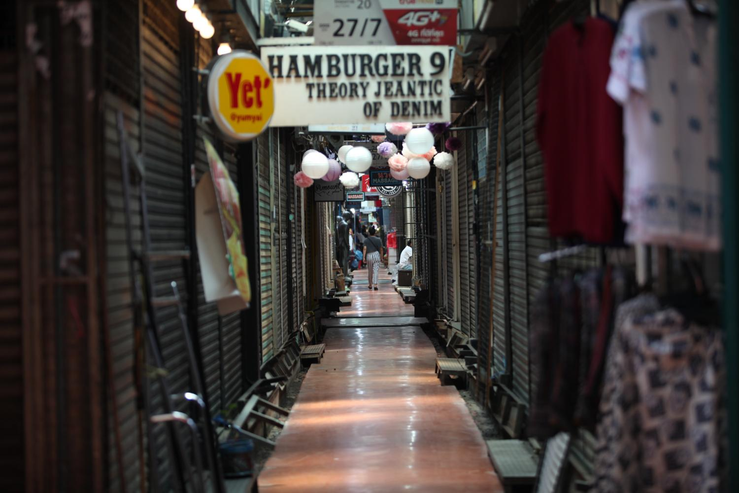Several shops at the Chatuchak weekend market are closed following the third wave of Covid-19 outbreak. Loans under the scheme are aimed at supporting the liquidity of SMEs who have been impacted by the pandemic.(Photo by Apichit Jinakul)