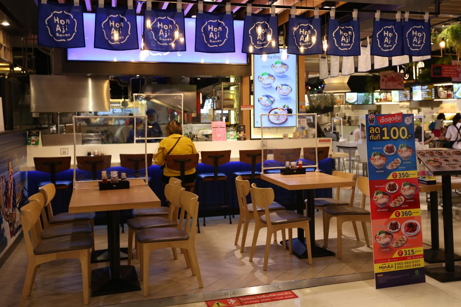 A restaurant at The Mall Bangkapi in Bangkok is almost empty amid the Covid-19 pandemic.Varuth Hirunyatheb