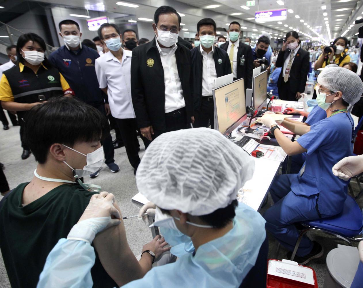 PM Prayut Chan-o-cha watches as a jab is administered at Bang Sue Grand Station.Pattarapong Chatpattarasill