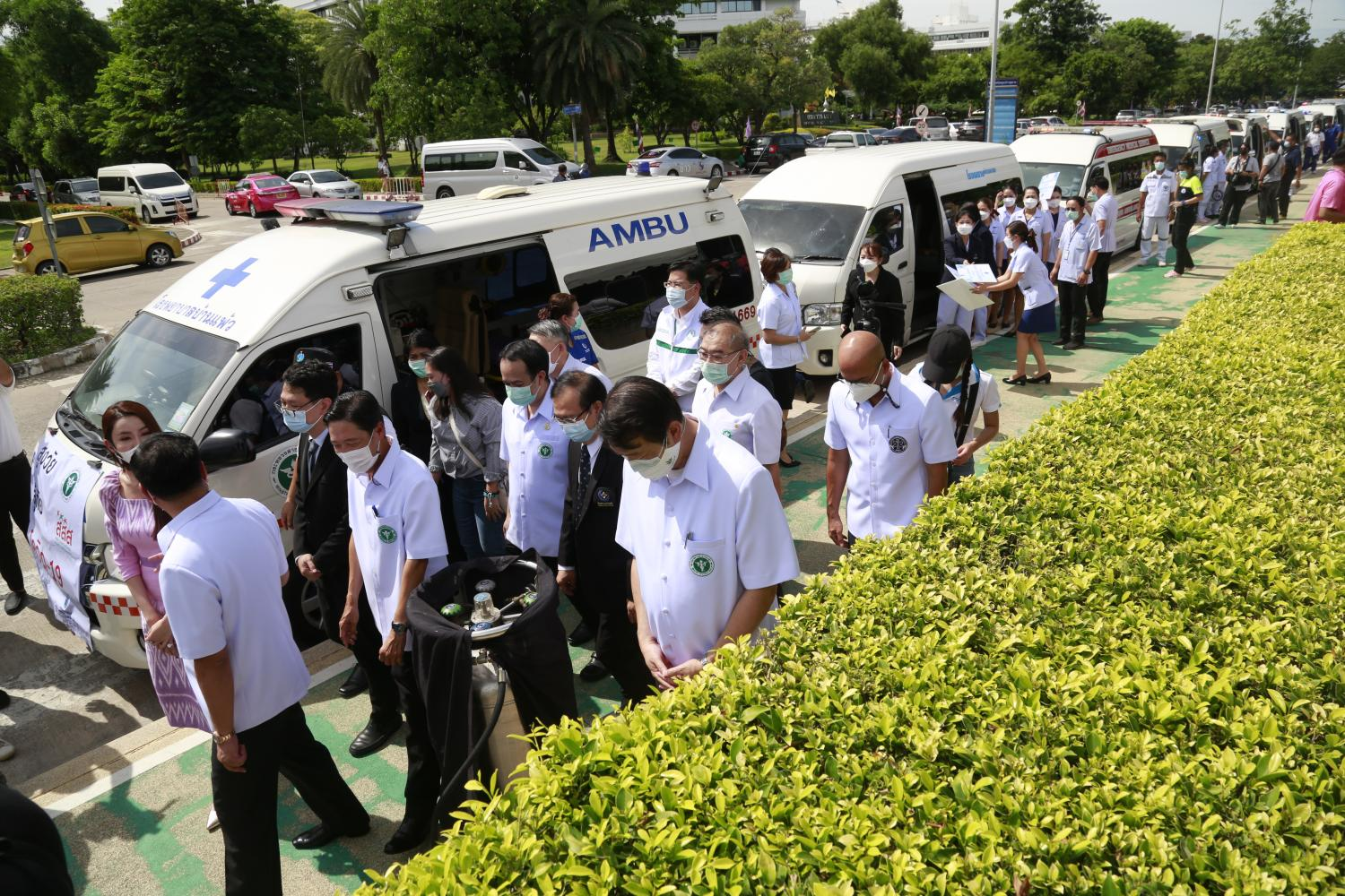 Medical vans are sent with personnel to administer vaccines to elderly people at care facilities and in crowded communities at high risk of infection in the capital.(Photo: Arnun Chonmahatrakool)