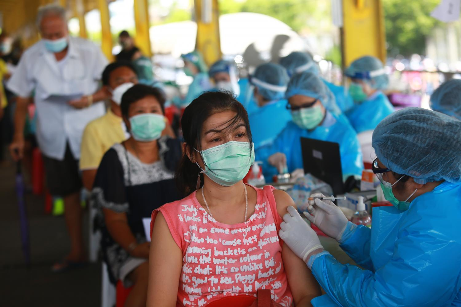 People in Klong Toey receive their second dose of Covid-19 vaccinations. Mr Supant stressed that the government must keep on speeding up vaccinations for people to build herd immunity.(Photo by Somchai Poomlard)