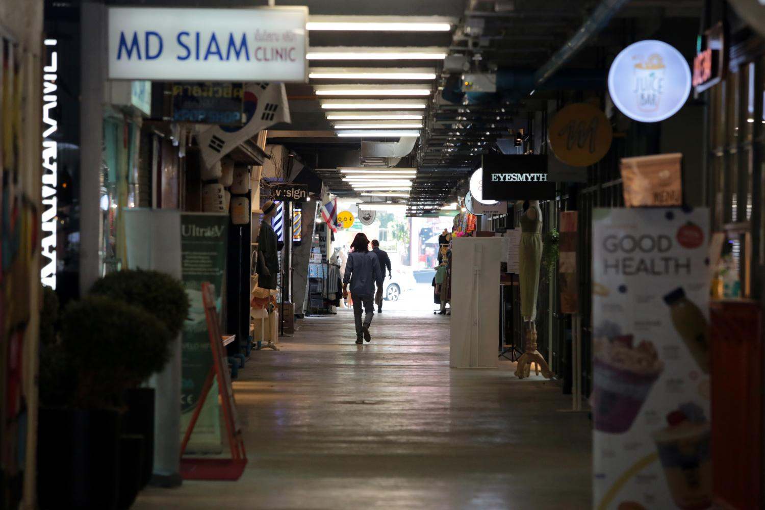 Siam Square is almost devoid of activity after the recent outbreak.(Bangkok Post photo)