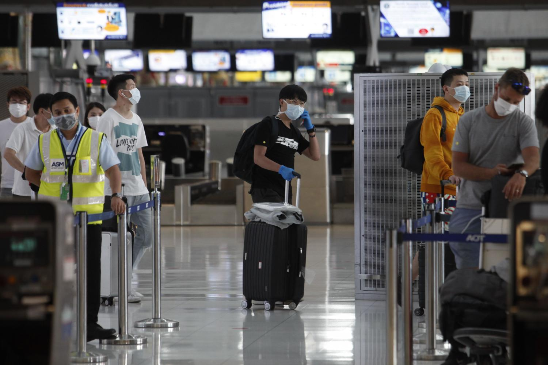 Passengers queue for their flights at Suvarnabhumi.(Photo: Wichan Charoenkiatpakul)