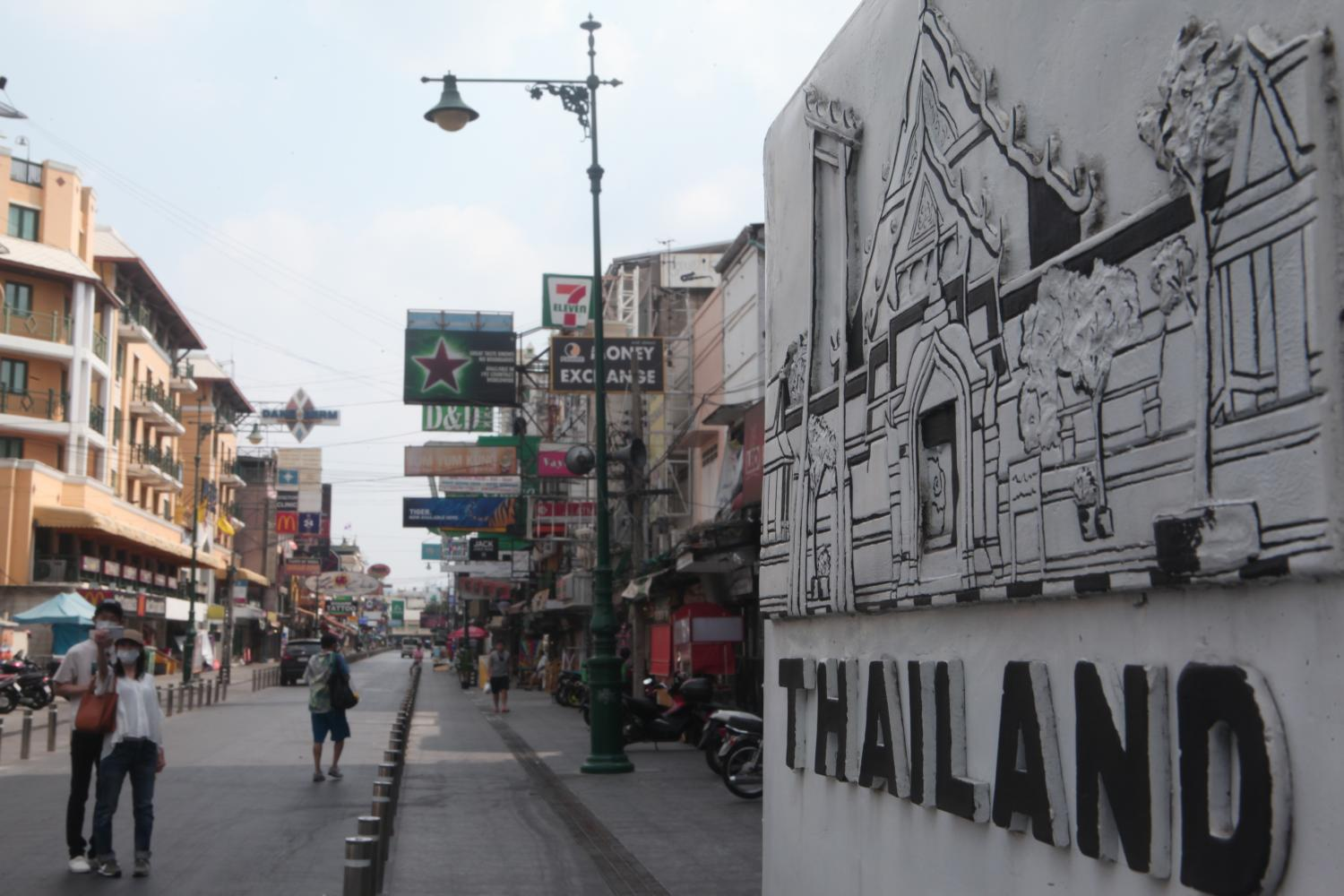 Business remains quiet on Khao San Road, a popular strip for foreign visitors in Bangkok.(Photo: Apichart Jinakul)