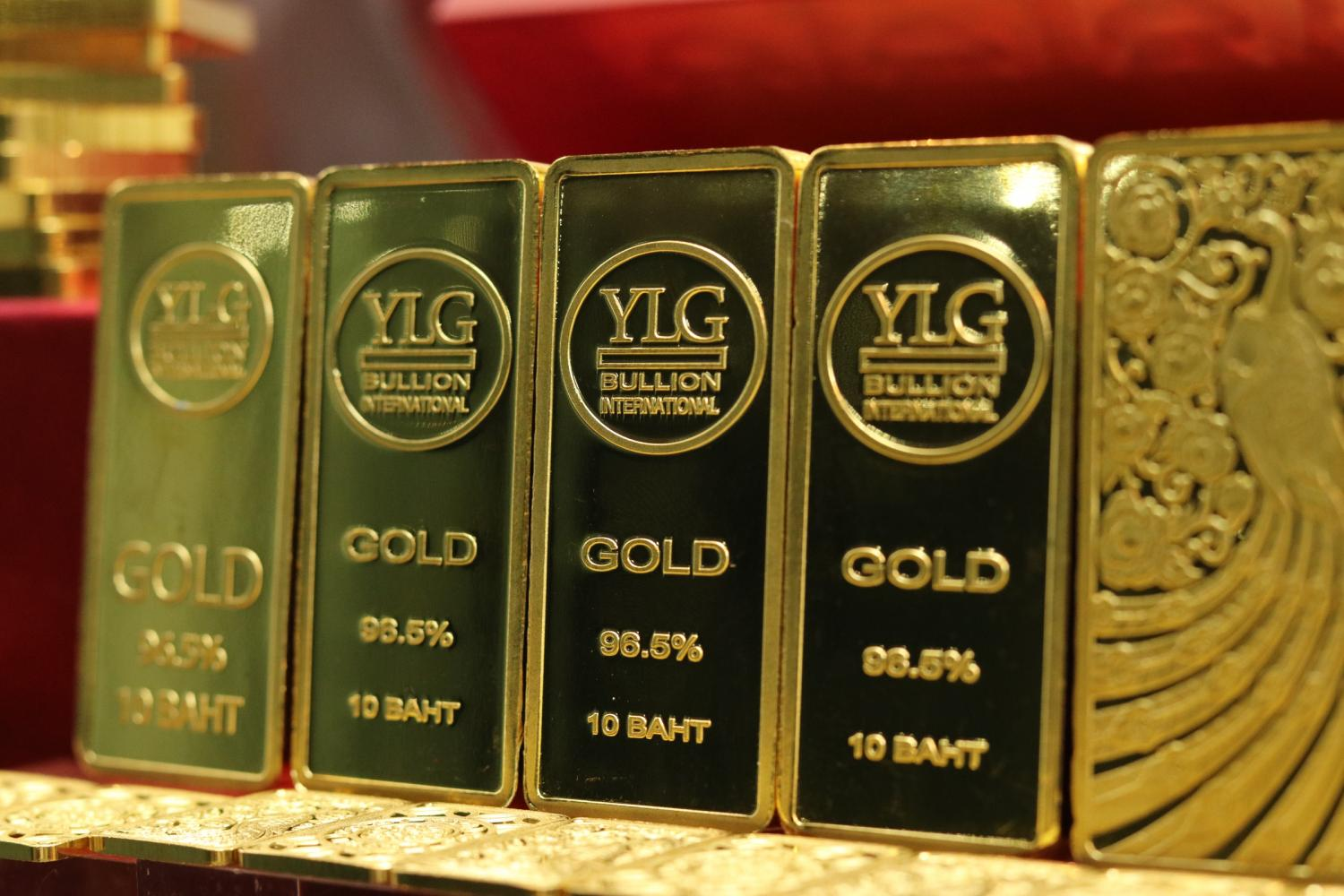 YLG gold bars on display. The local gold price has risen by 1,500 baht or about 4% in the past three weeks.