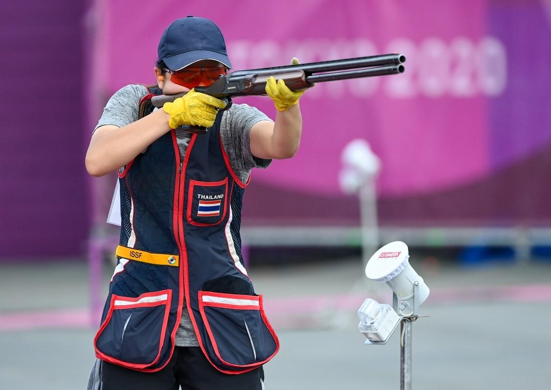 Isarapa Imprasertsuk on her way to finishing fourth in the women's skeet shooting.
