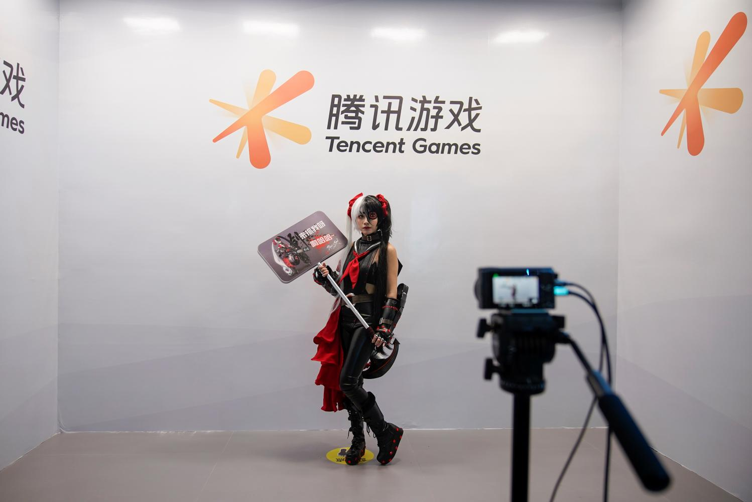 A cosplay fan poses for a photo at a Tencent Games booth during the China Digital Entertainment Expo and Conference. Shares of the company took a plunge yesterday.(Photo: Reuters)