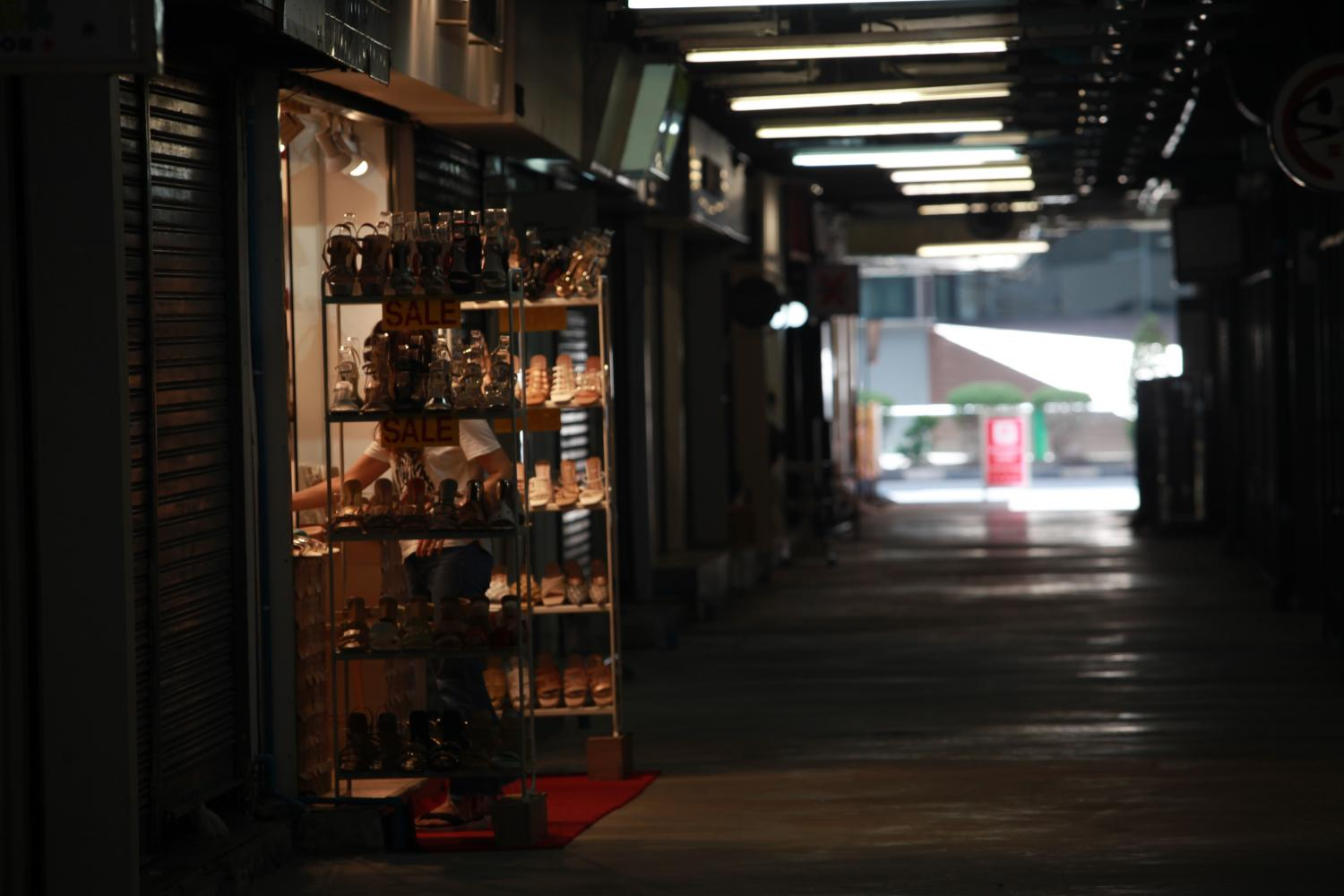 A desolate ambiance at Siam Square as shops are temporarily closed and traffic is sparse following the prolonged Covid-19 outbreak in the capital. (Photo: Apichart Jinakul)