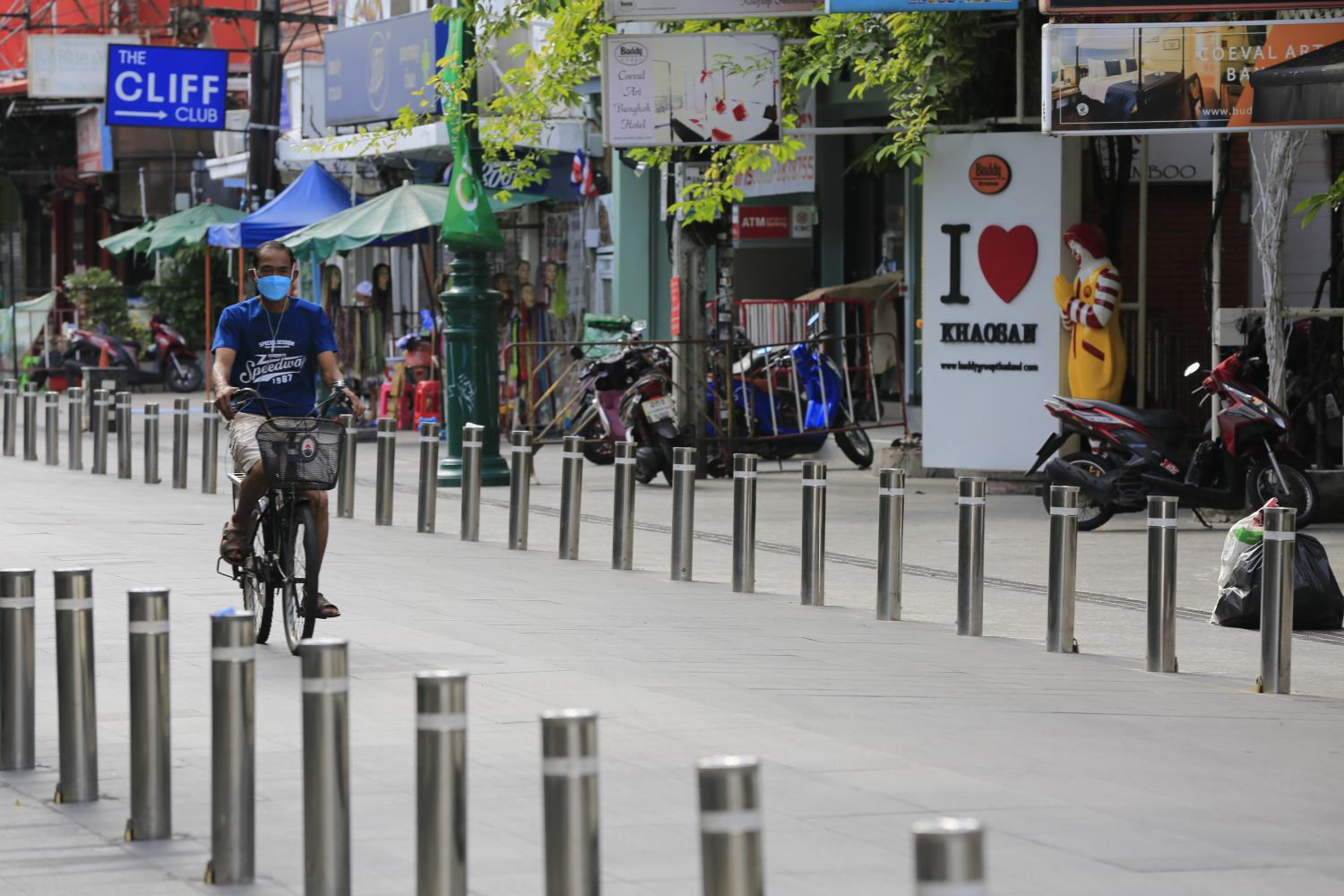 Khaosan road is unusually quiet without tourists.(Photo: Pornprom Satrabhaya)