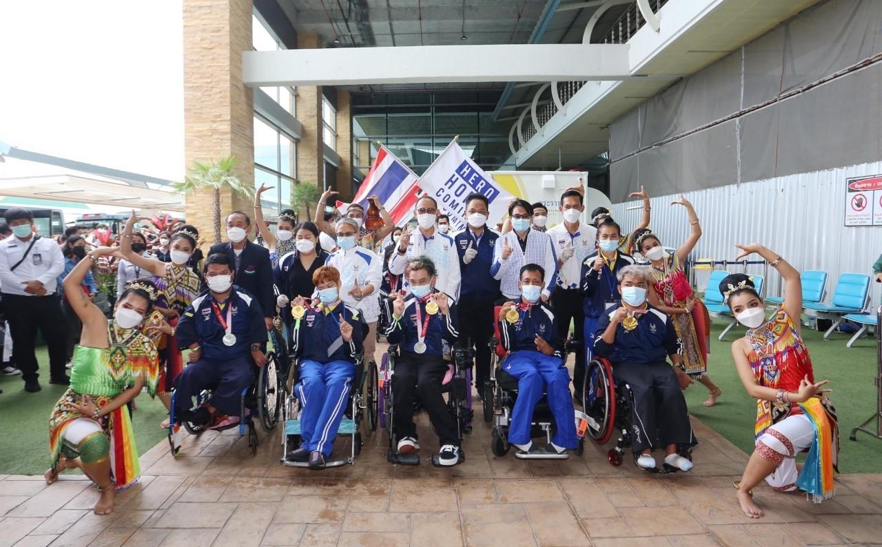 Thai Paralympians are welcomed at a ceremony after arriving in Phuket from Tokyo on Wednesday.