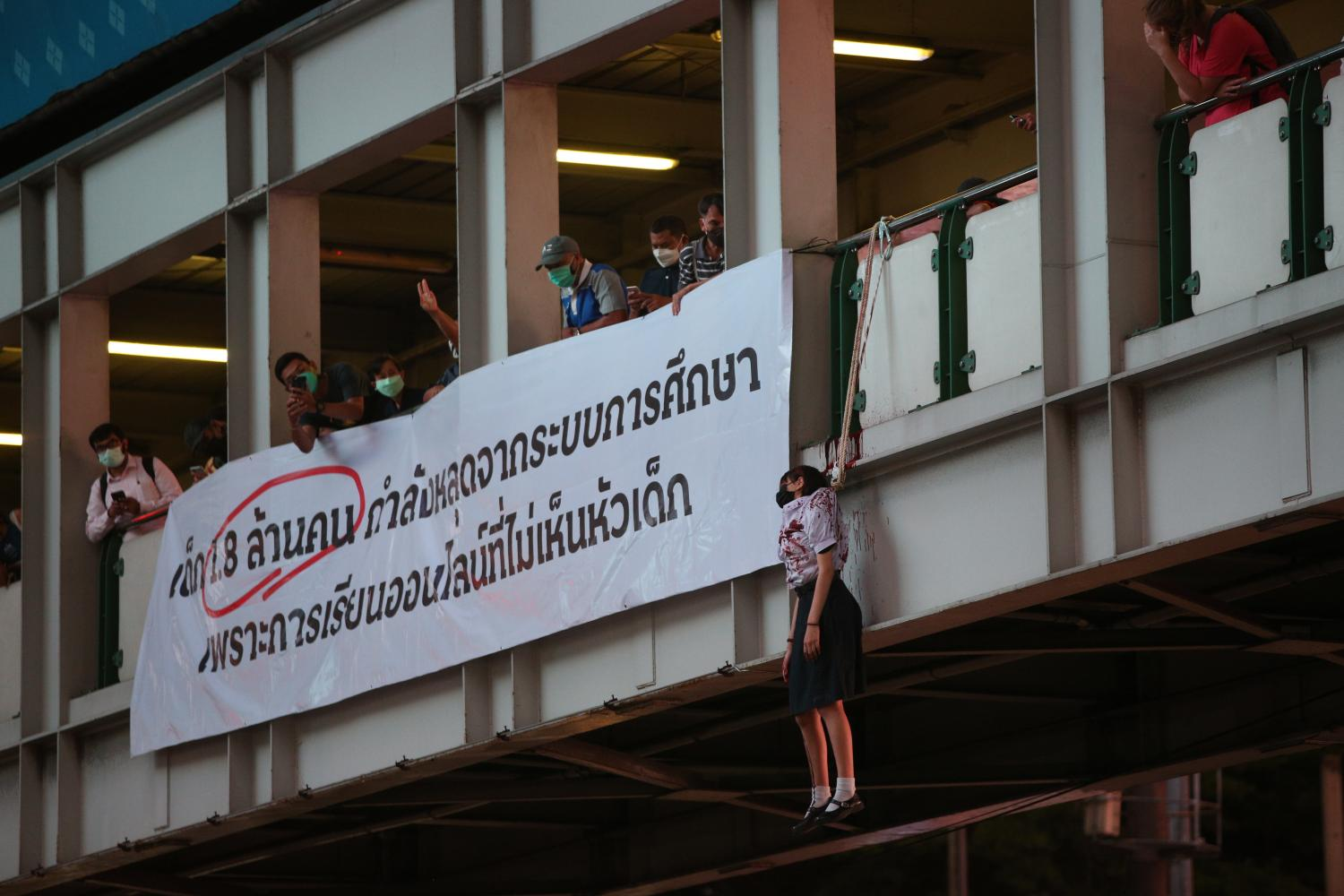 A campaign held at Asoke intersection in Bangkok by the Bad Students group. It portrays a student committing mock suicide to protest against the failure of on-line education.Pattarapong Chatpattarasill