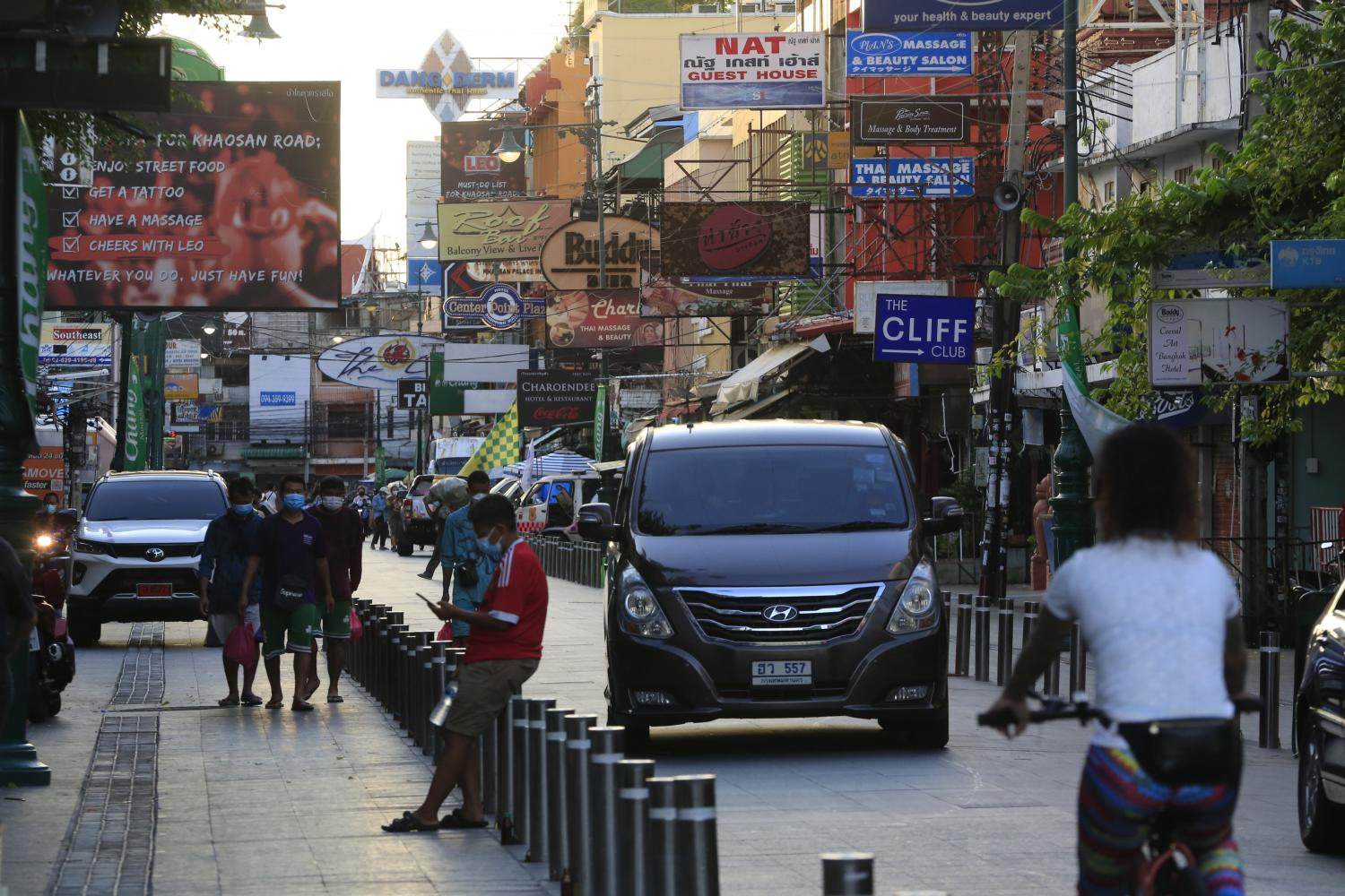 Khao San Road, a popular tourist area of Bangkok, has seen an uptick in local tourists following easing of lockdown restrictions by the CCSA in September.(Photo: Pornprom Satrabhaya)