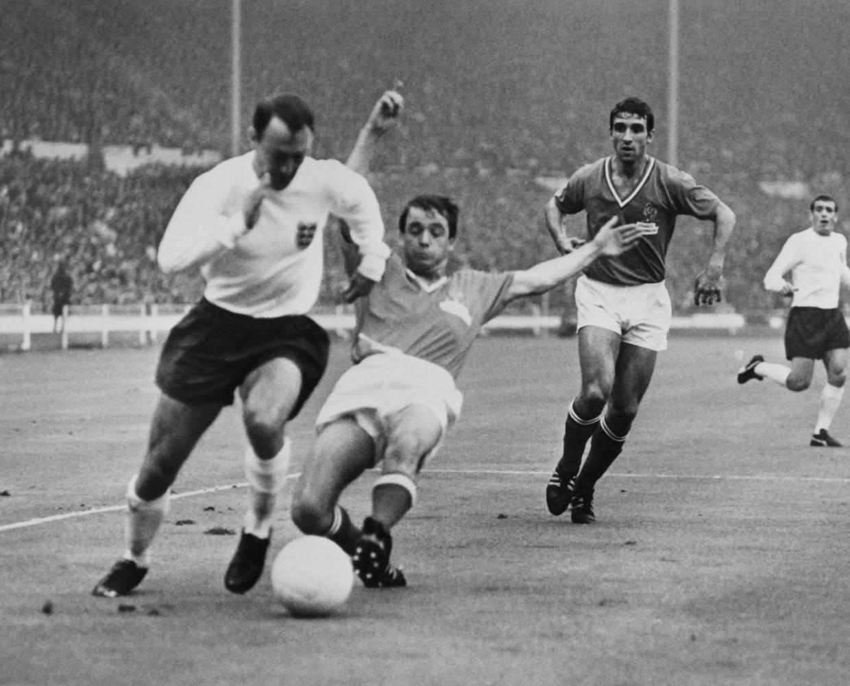 Ex-England striker Greaves dies at 81