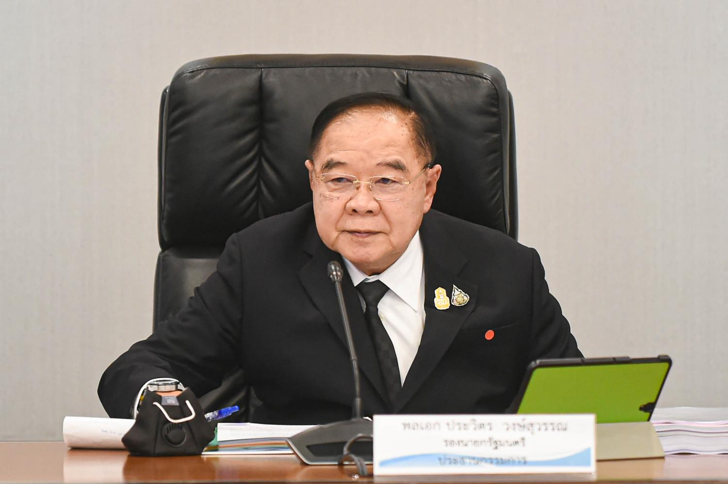 Prawit defends going on separate trip from PM