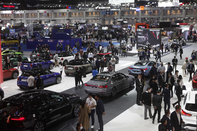 Car sales pummelled by lockdown rules