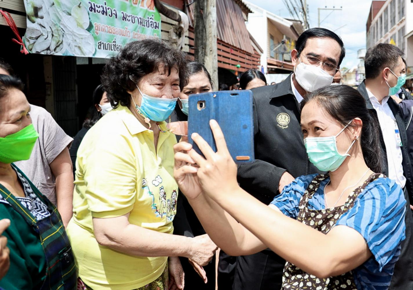 Gen Prayut Chan-o-cha started his campaign to visit people around the country late last month after the rift within the Palang Pracharath Party was mended. (Photo: Pariyaron Promsaka Na Sakolnakorn)