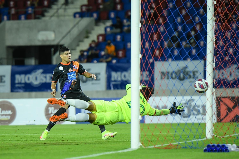 Port's Nelson Bonilla, left, scores against Chiangmai United.