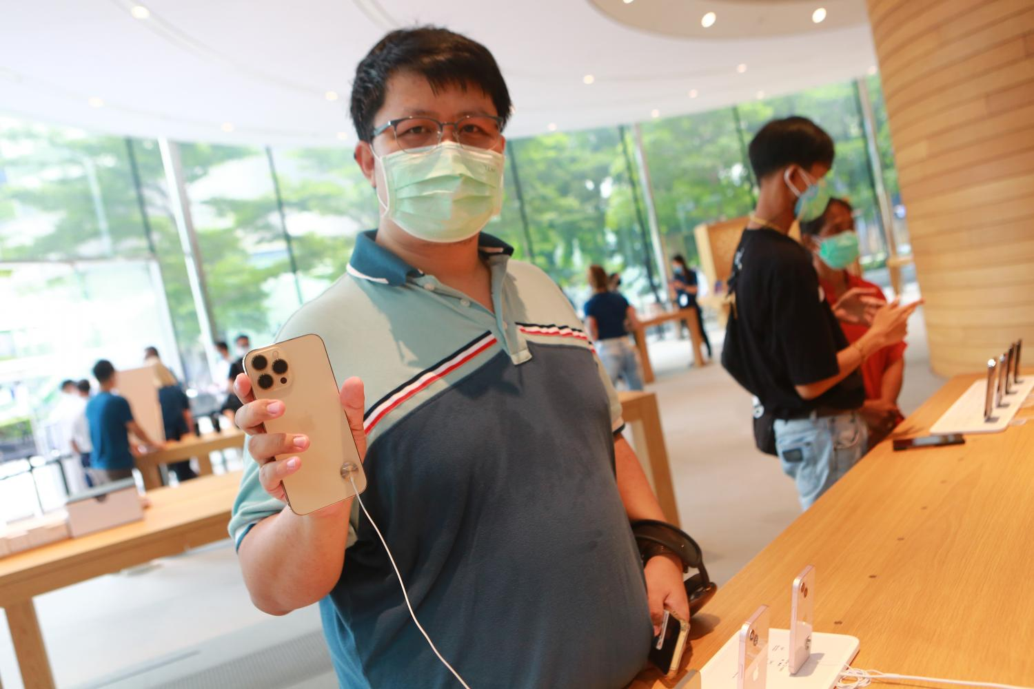 Customers inside the Apple store at CentralWorld yesterday, the release date for the new iPhone 13 series.