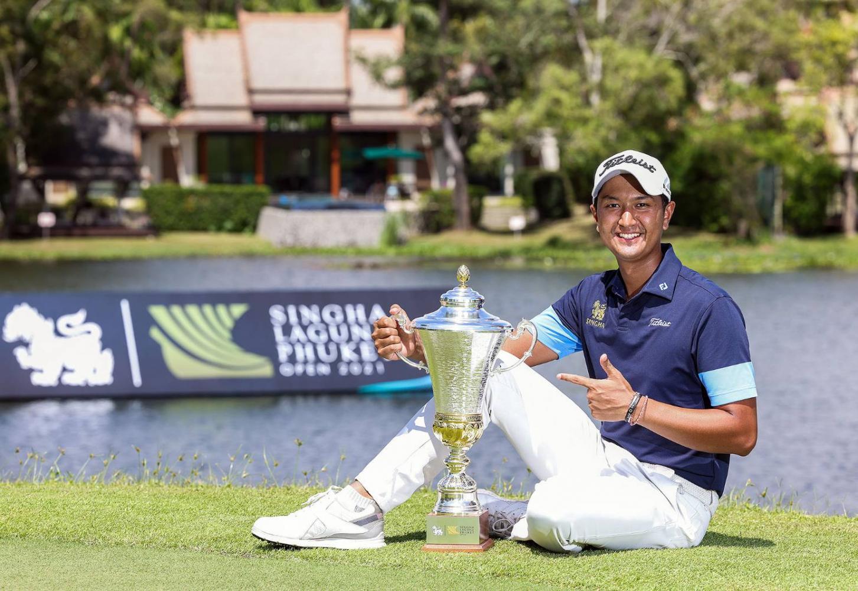 Sadom Kaewkanjana holds the Singha Laguna Phuket Open trophy.