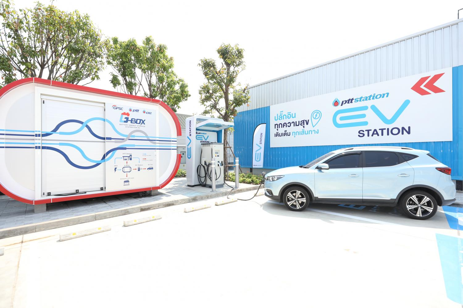 A car is charged at a G-Box, an energy storage system that works in tandem with EV charging outlets, at a PTT station in Nong Khaem district of Bangkok. Photo: PTT Oil and Retail (OR)
