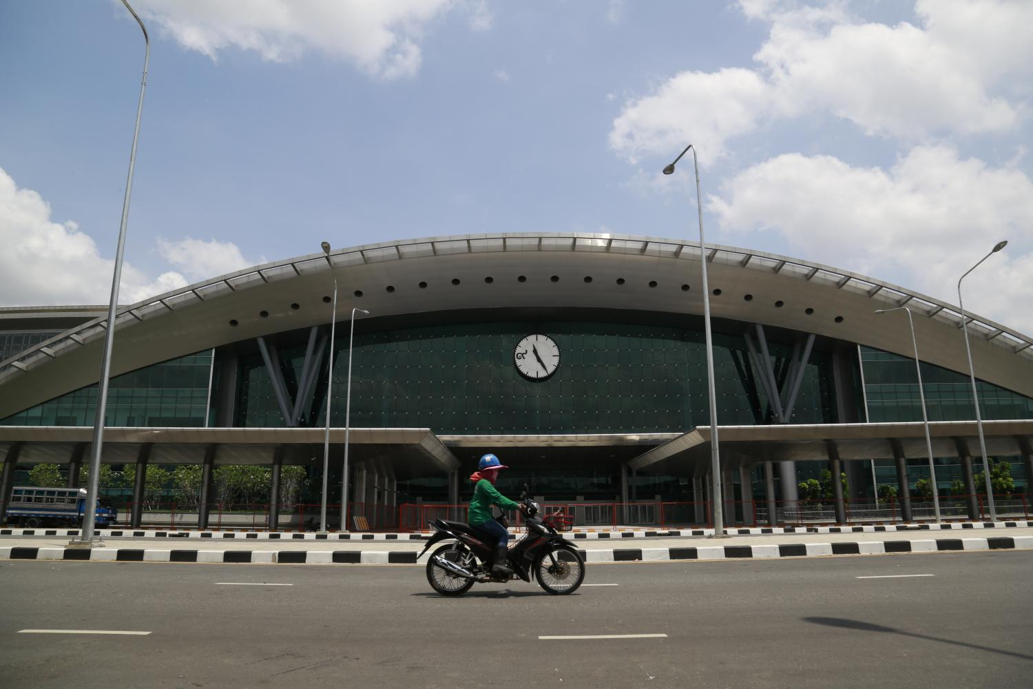 A motorcyclist drives past Bang Sue Grand Station in Bangkok, which opened in August this year.(Photo: Arnun Chonmahatrakool)